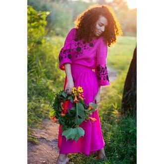 Плаття кольору фуксії з вишивкою