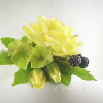 Зажим для волос с желтой розой из полимерной глины