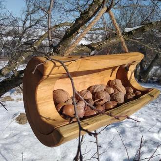 Кормушка для белок и птиц