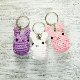 Подарунок для родини або друзів Набір брелків в'язаних зайчиків