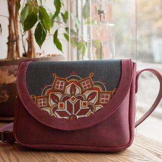 Шкіряна сумочка в етно стилі з розписом