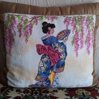 Декоративная подушка. Гейша. Рисунок-ручная вышивка.