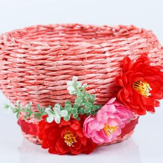 Плетеная корзинка конфетница из бумажной лозы