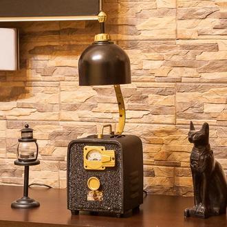 Оригинальный настольный светильник в стиле Loft.