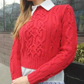 Женский укороченный свитер с аранами