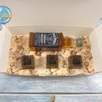 """Подарочный набор мыла """"Бутылка виски Jack Daniel's и шоколадные конфеты"""""""