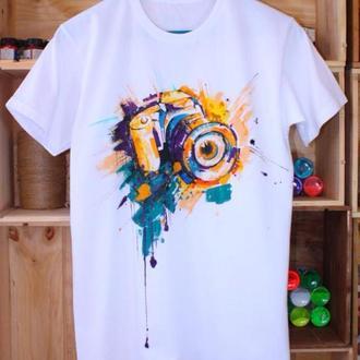 Оригинальная футболка. Футболка с росписью. Мужская футболка. Рисунок фотоаппарата.