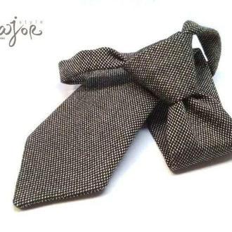 Детский галстук коричневый в точку
