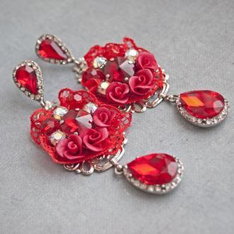 Серьги красные в стиле Борокко с кружевом, цветами, кристаллами