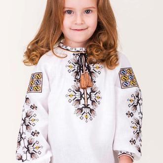 Вишиванка для дівчинки з дизайнерською вишивкою
