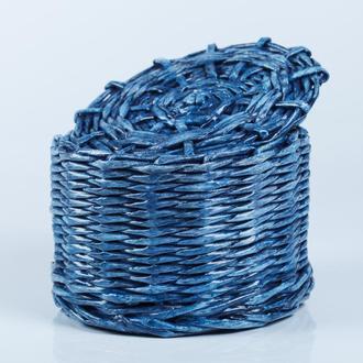 Плетеная шкатулка из бумажной лозы.