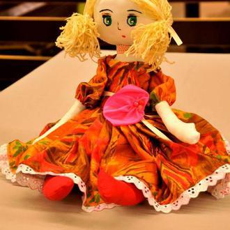Кукла в оранжевом платье