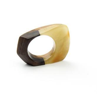 Янтарное кольцо в сочетании с тропическими дорогими породами деревьев  Амарелло и Гомбейро!!!