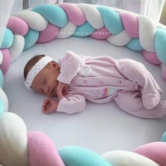 Бортики косички в детскую кроватку