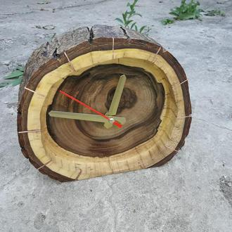 Дизайнерские часы в срезе ореха
