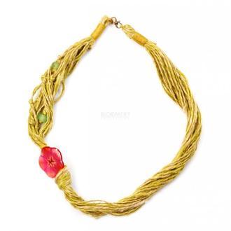 Плетёное колье с боковым медальоном из живых цветов. Ночная красавица