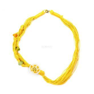 Плетёное колье с боковым медальоном из живых цветов. Люцерна