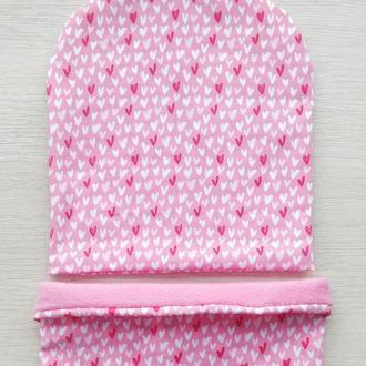 Комплект флис шапка и шеегрелка  «Мелкие сердечки на розовом»  48 р.