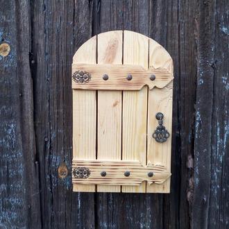 Ключница настенная декоративная в прихожую закрытая с дверцей Ключница рустик с дверью