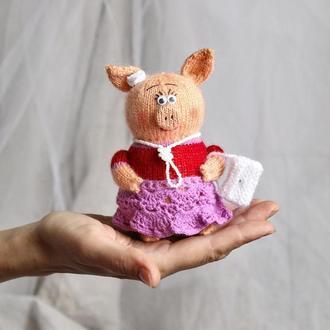 Свинка Марфа, персиковая свинка связана спицами.
