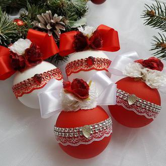 Красно-белый набор шаров