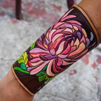 Кожаный браслет хризантема, женский браслет, браслет с тиснением, широкий браслет