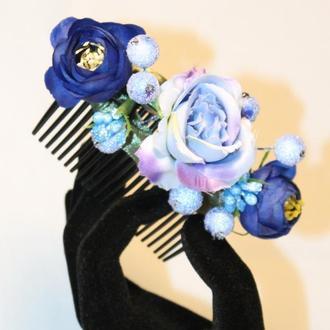 Гребінець з синіми квітами