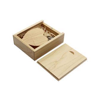 Флешка сердце в деревянной коробке, светлое