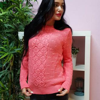 Комфортный свитер с объемным узором