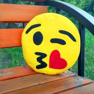 Подушка смайлик Emoji Поцелуй