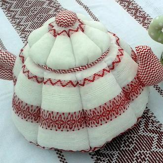 Грелка на чайник бело-красная, авторская ручная работа