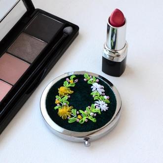 Зеркало косметическое раскладное с вышивкой лентами на бархате