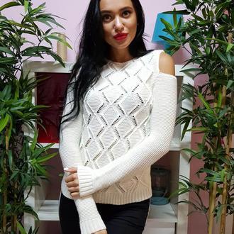 Ажурный свитер с открытыми плечами