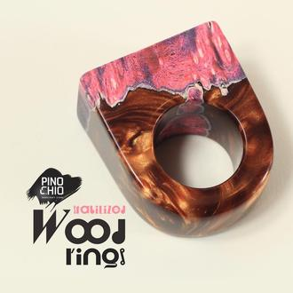 Женское кольцо из стабилизированного дерева и эпоксидной смолы