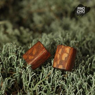 Серьги-пусеты из экзотического дерева