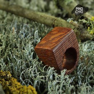 Женское кольцо из дерева