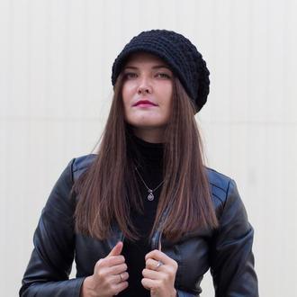 Красивая трендовая вязаная шапка-кэпи чёрного цвета Ажурная кепка  с козырьком