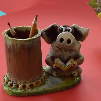 Карандашница Свинья с книгой