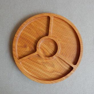 Тарелка менажница на три секции с выемкой под соус. Кухонные доски из дерева. Декоративные тарелки.