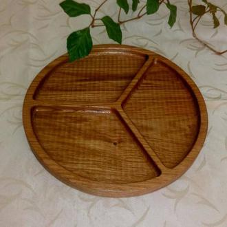 Тарелка менажница на три секции. Кухонные доски из дерева.
