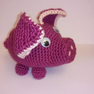 Вязаная игрушка сувенир Свинка