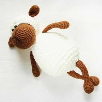 Подарунок  на день народження хлопчика чи дівчинки в'язана іграшка плюшева овечка