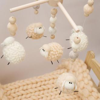 Мобиль на кроватку из шерсти Мериноса овечки