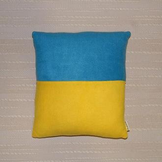 Декоративная подушка с флагами разных стран под заказ