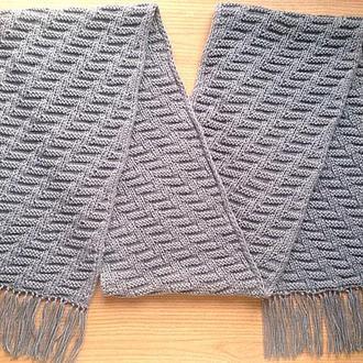 Серый мужской двусторонний шарф из качественной пряжи.