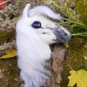 Валяная брошь из шерсти Белоснежная лошадь