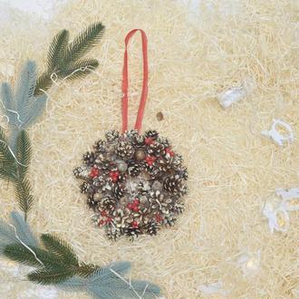 Маленький не большой новогодний венок из шишек экологический чистый продукт