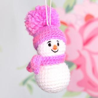 Снеговичок в фиолетовом костюме