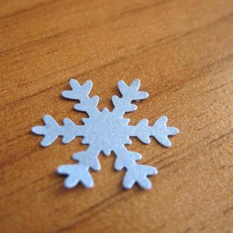 Снежинки бумажные