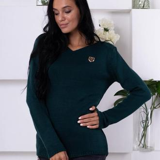 Мягкий свитер с декором